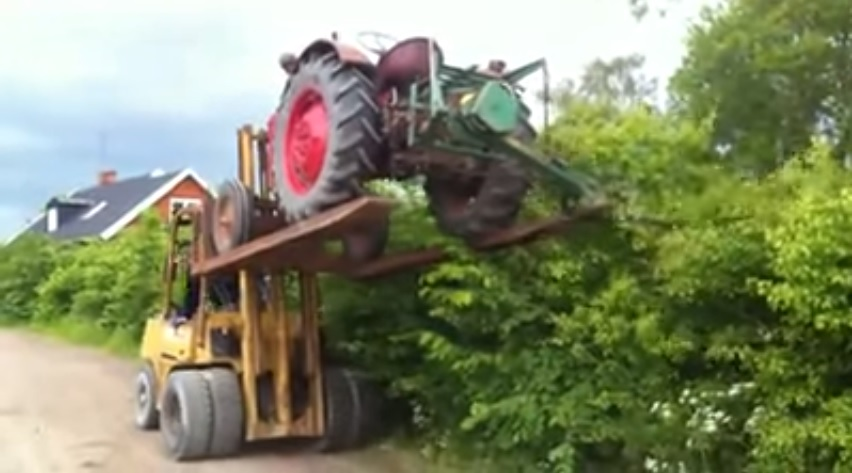 Hecke schneiden  Hecke Schneiden mit Traktor
